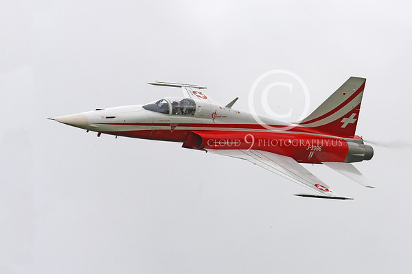 SWISS: PATROUILLE SUISSE: Swiss Air Force Patrouille Suisse Aerobatic Flight Demonstration Team Military Airplane Pictures