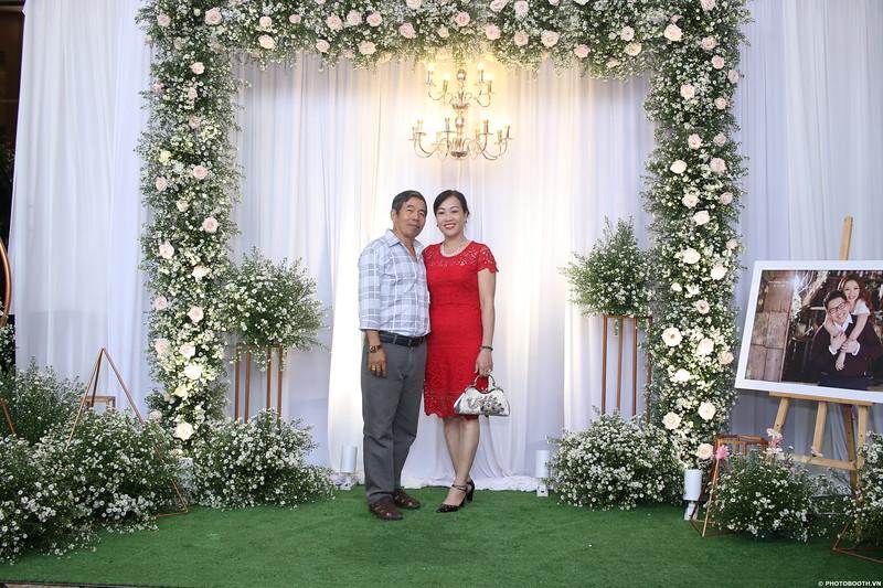 Vy-Cuong-wedding-instant-print-photo-booth-in-Bien-Hoa-Chup-hinh-lay-lien-Tiec-cuoi-tai-Bien-Hoa-WefieBox-Photobooth-Vietnam-039.jpg
