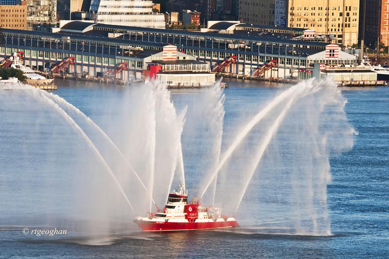 July 4_NYC-Fireboat Pre-Fireworks_1130.jpg