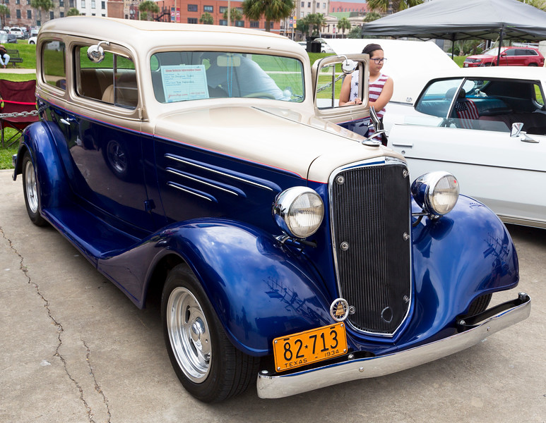 I really like this old 1934 Chevy Sedan.   (From my childhood)