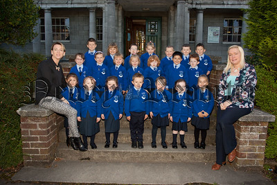 New Primary 1 pupils at St Clares Abbey pictured with Mrs Trotter and Mrs Vardy. R1539009