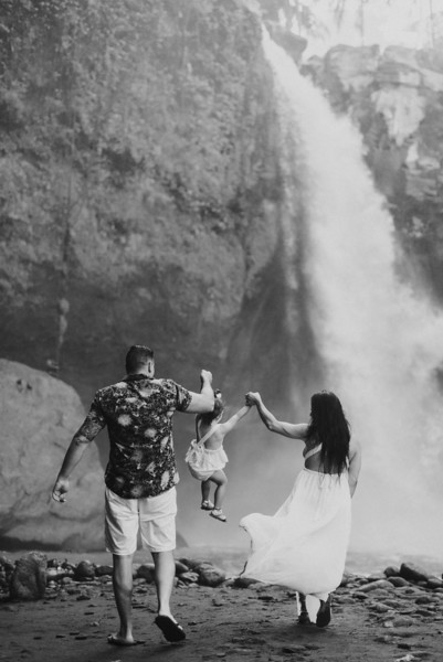 VTV_family_photoshoot_with_waterfall_Bali (129).jpg