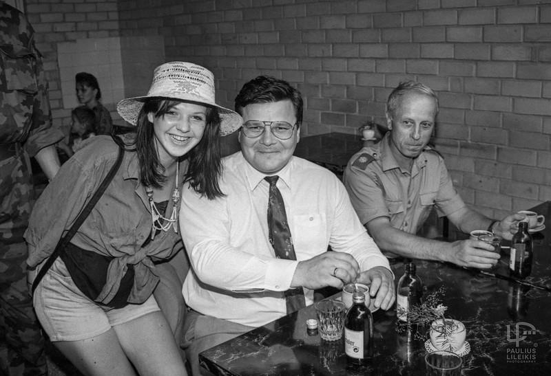 Inga Cholmogorova ir  Krašto apsaugos ministras Linas Linkevičius. Tolėliau sėdi Lietuvos kariuomenės vadas Jonas Andriškevičius.