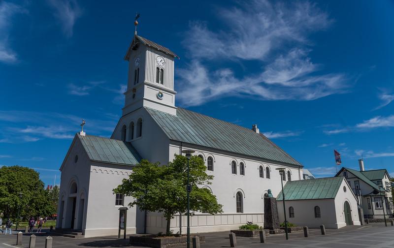reykjavik-30 (2017_06_27 08_59_19 UTC).jpg
