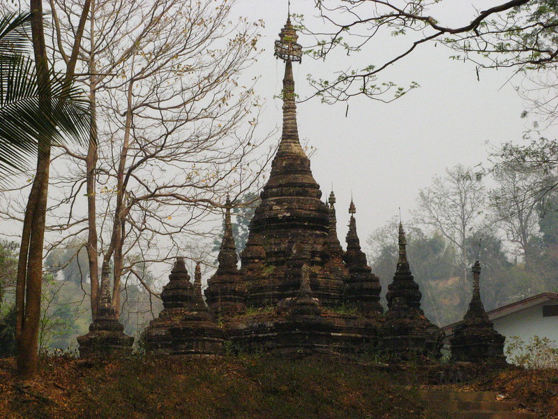 Old Chedi outside Chang Dow Cave