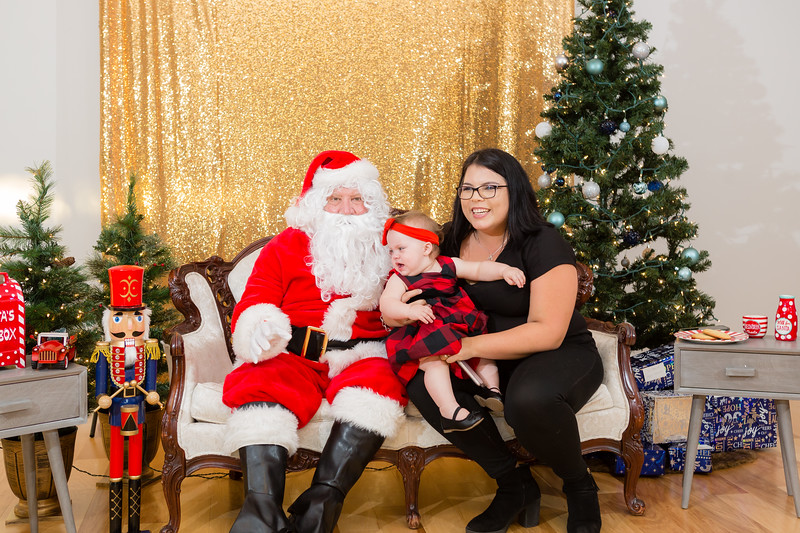 FADS Picture with Santa-224.jpg