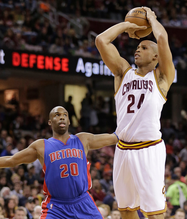 . Cleveland Cavaliers\' Richard Jefferson (24) shoots against Detroit Pistons\' Jodie Meeks (20) during the first half of an NBA basketball game Wednesday, April 13, 2016, in Cleveland. (AP Photo/Tony Dejak)