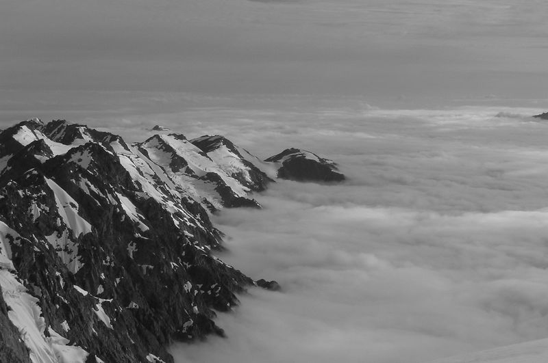 The northern ridge of Mt Elie De Beaumont droping down beneath the clouds. Its drops away another 1000 metres.
