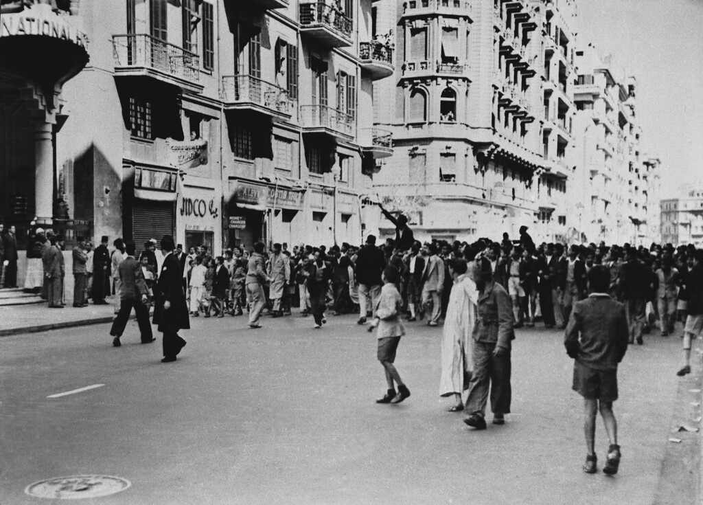 . A crowd marches towards Shepherd Hotel in Cairo, Egypt on Jan. 25, 1952. (AP Photo)