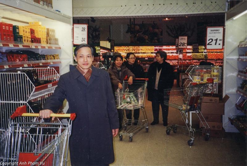 Co Lan Huong Visit 90s 32.jpg