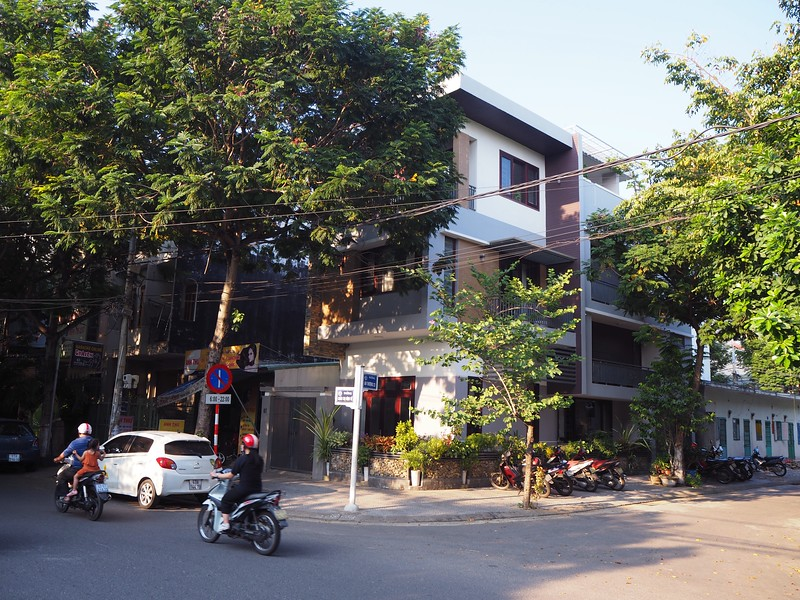PA080091-modern-house.jpg