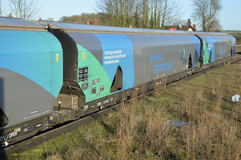 83700698110-9 on 6H63 Immingham-Drax PS   23/12/15