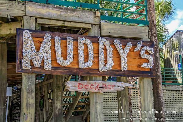 MUDDY'S DOCK BAR