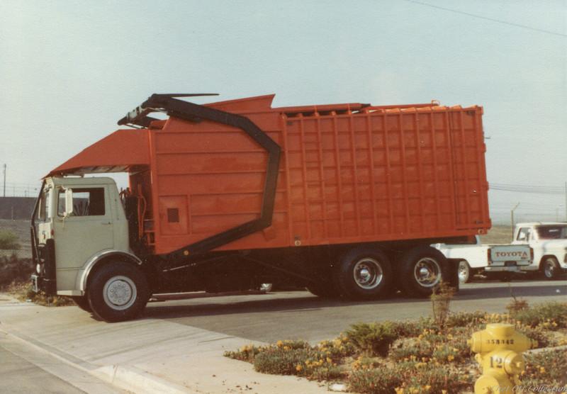 Mack MB Amrep Half Pack Front Loader ca. 1982