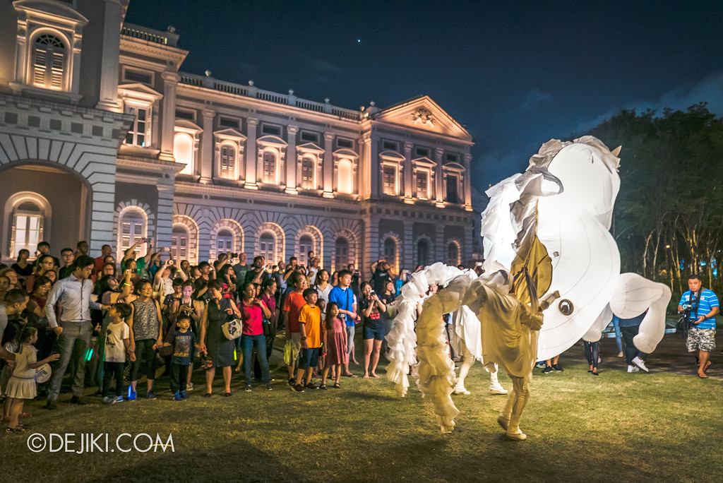 Singapore Night Festival 2018 – Performances / FierS à Cheval (by Compagnie des Quidams) on the lawn