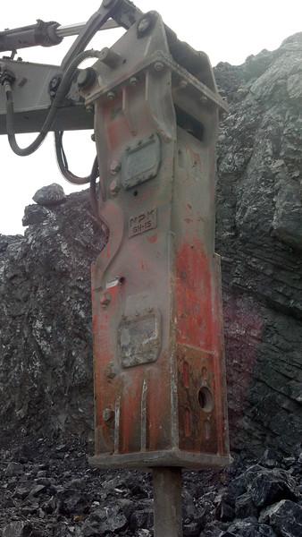 NPK GH15 hydraulic hammer on Volvo EC380DL excavator (6).jpg