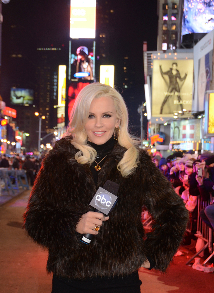 "Description of . DICK CLARK\'S NEW YEAR\'S ROCKIN\' EVE WITH RYAN SEACREST 2013 - Jenny McCarthy returns to interview the revelers in Times Square for ""Dick Clark\'s New Year�s Rockin\' Eve with Ryan Seacrest 2013,�\""  on MONDAY, DECEMBER 31 on the ABC Television Network.  (ABC/ IDA MAE ASTUTE)   JENNY MCCARTHY - file photo"