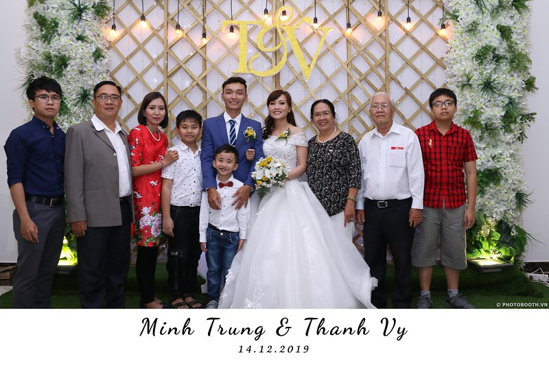 Trung-Vy-wedding-instant-print-photo-booth-Chup-anh-in-hinh-lay-lien-Tiec-cuoi-WefieBox-Photobooth-Vietnam-050.jpg
