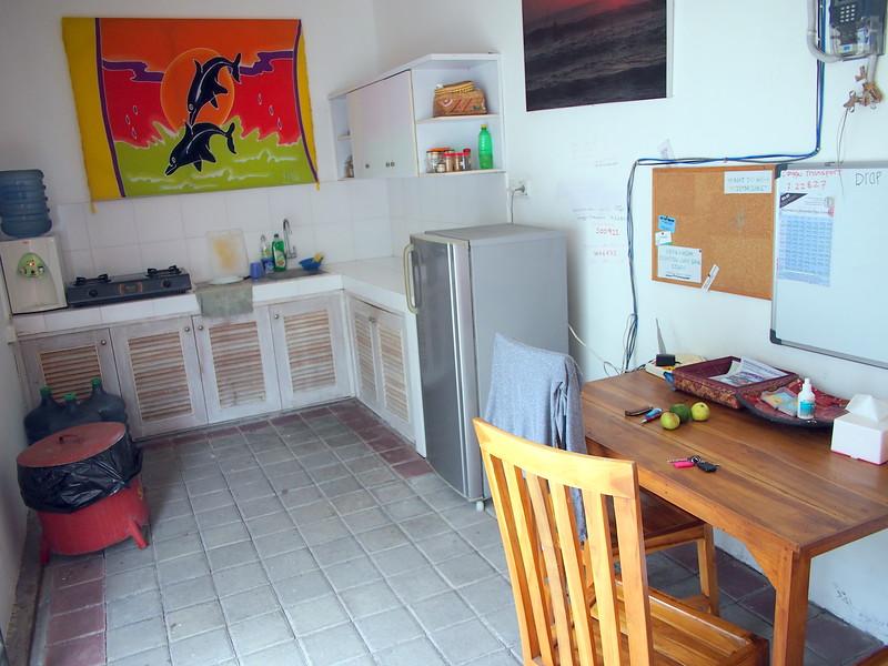 P3140820-kitchen.JPG