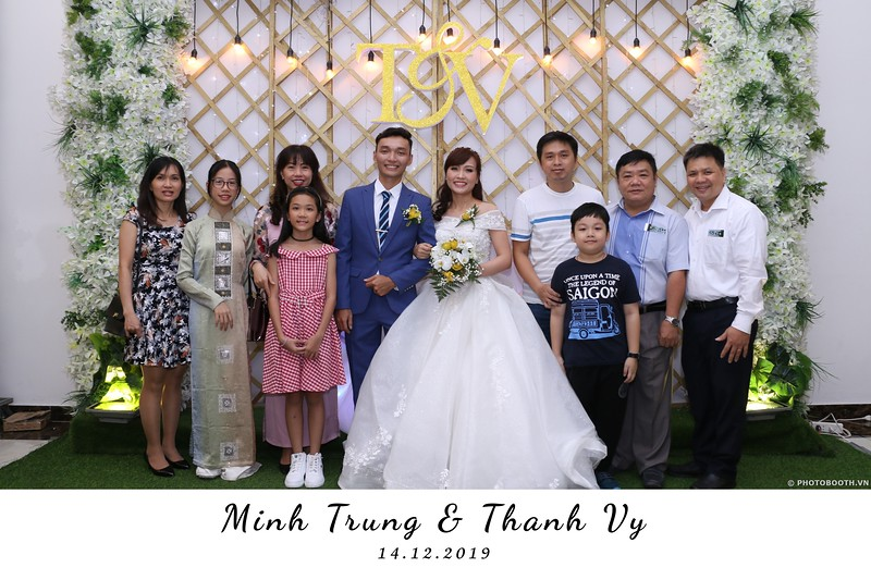 Trung-Vy-wedding-instant-print-photo-booth-Chup-anh-in-hinh-lay-lien-Tiec-cuoi-WefieBox-Photobooth-Vietnam-063.jpg