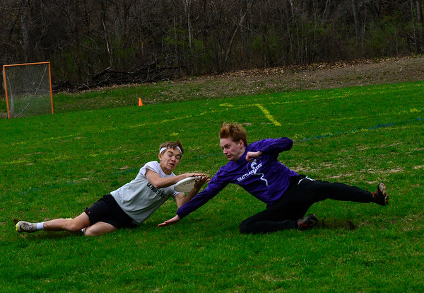 Brattleboro takes on Leland & Gray in ultimate frisbee match -043019