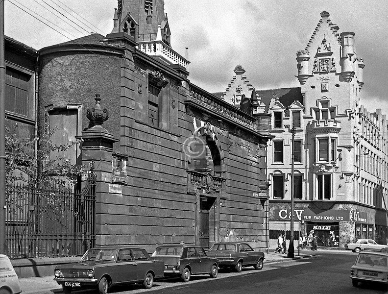 Chisholm St, the Tron Church before it was spruced up for the thespians. 