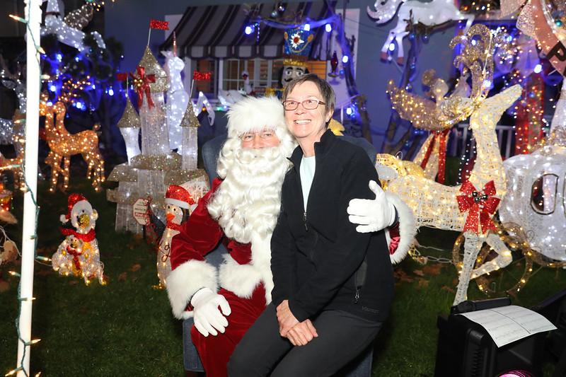 12-08-19-Christmas With Chris & Family-53.jpg