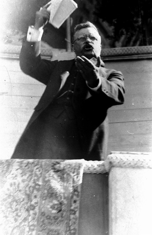 . Theodore Roosevelt delivers a fiery address to a crowd of 50,000 on July 21, 1915. The Associated Press is asking 2008 presidential candidates a series of questions about their personal tastes, habits and backgrounds. When asked to name to name their favorite 20th century president from the opposing party, Democratic presidential candidates Hillary Rodham Clinton, John Edwards, Barack Obama, and Bill Richardson all chose President Theodore Roosevelt, the Republican who was the nation\'s 26th chief executive, 1901 to 1909. (AP Photo/File)