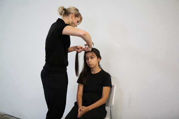 Regina José Galindo en Crisis cabello. (2009)