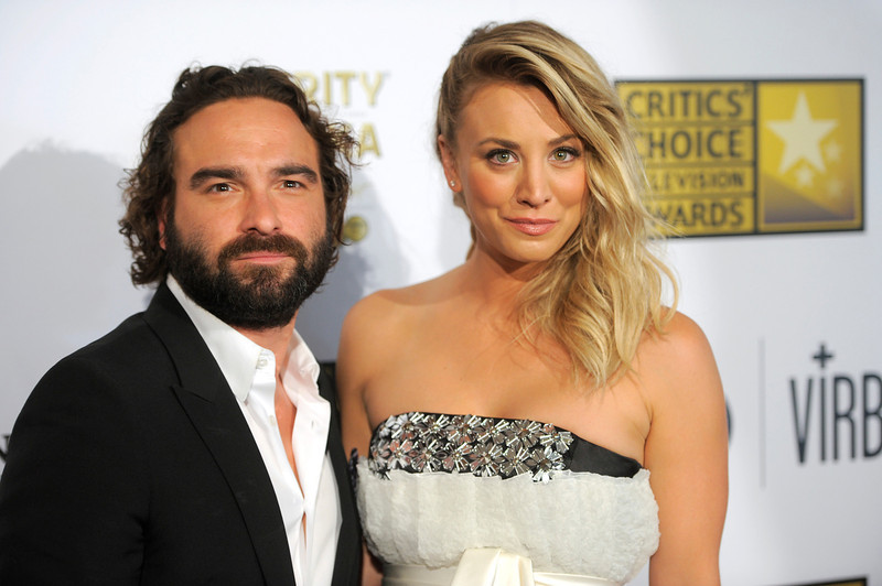 . Johnny Galecki, left, and Kaley Cuoco arrive at the Critics\' Choice Television Awards in the Beverly Hilton Hotel on Monday, June 10, 2013, in Beverly Hills, Calif. (Photo by Chris Pizzello/Invision/AP)