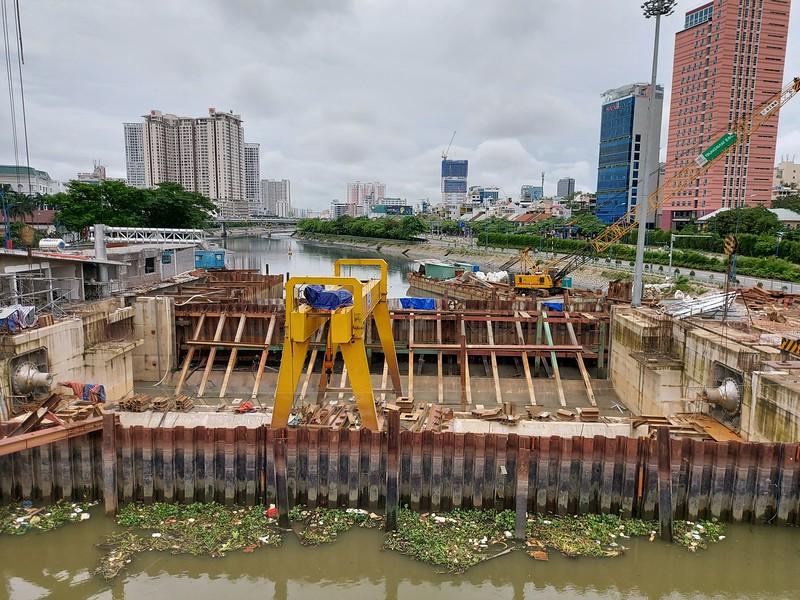 20201011_152332-flood-barrier.jpg