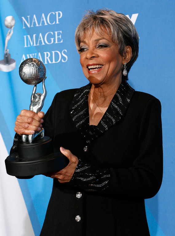 . Ruby Dee is seen backstage with the Chairman\'s award at the 39th NAACP Image Awards on Thursday, Feb. 14, 2008, in Los Angeles. (AP Photo/Kevork Djansezian)