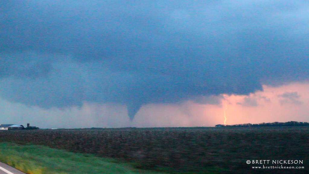 IMAGE: http://www.brettnickeson.com/Weather/Chases-and-Weather-Events/April-12-14-2012-Kansas-and/i-Z3MGCVd/0/XL/20120414-Hesston-XL.jpg