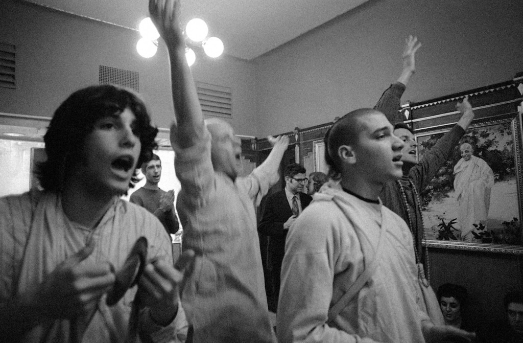 . Worshipers at the Lord Krishna Festival, Jan. 18, 1970. (AP Photo/Spencer Jones)