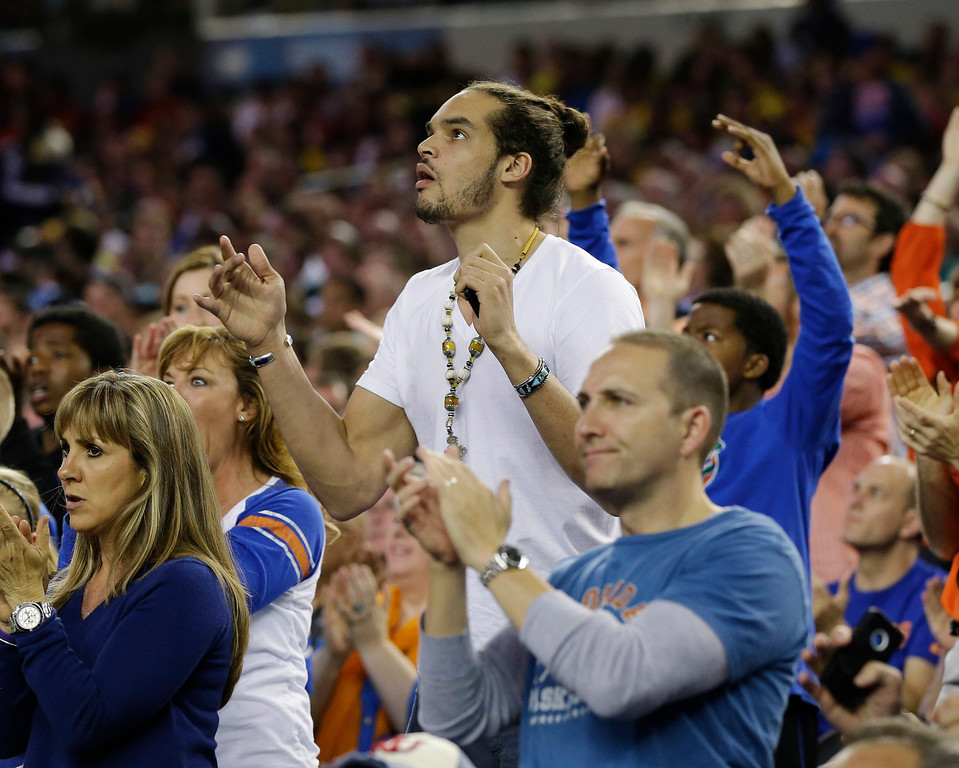 . Chicago Bulls\' Joakim Noah and former Florida basketball player watches action during the first half of a regional semifinal game against Florida Gulf Coast in the NCAA college basketball tournament, Friday, March 29, 2013, in Arlington, Texas. (AP Photo/Tony Gutierrez)
