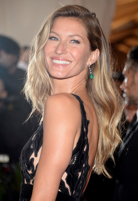 ". Gisele Bundchen attends The Metropolitan Museum of Art\'s Costume Institute benefit gala celebrating ""Charles James: Beyond Fashion\"" on Monday, May 5, 2014, in New York. (Photo by Evan Agostini/Invision/AP)"