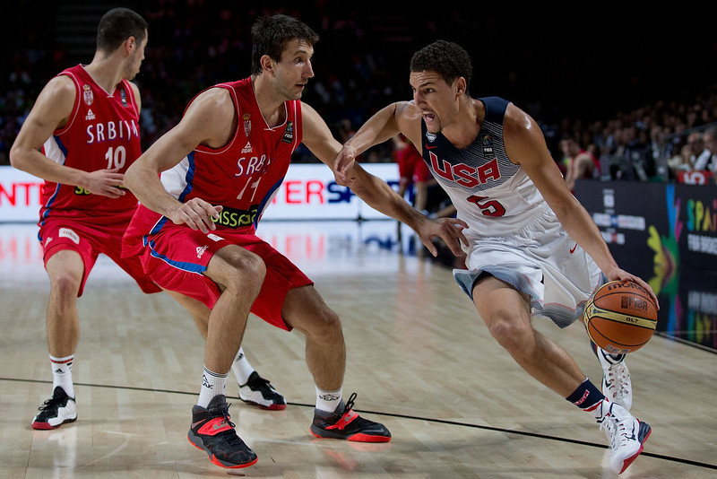 . Klay Thompson (R) of the USA drives forward Stefan Bircevic (L) of Serbia during the 2014 FIBA World Basketball Championship final match between USA and Serbia at Palacio de los Deportes on September 14, 2014 in Madrid, Spain. (Photo by Gonzalo Arroyo Moreno/Getty Images)