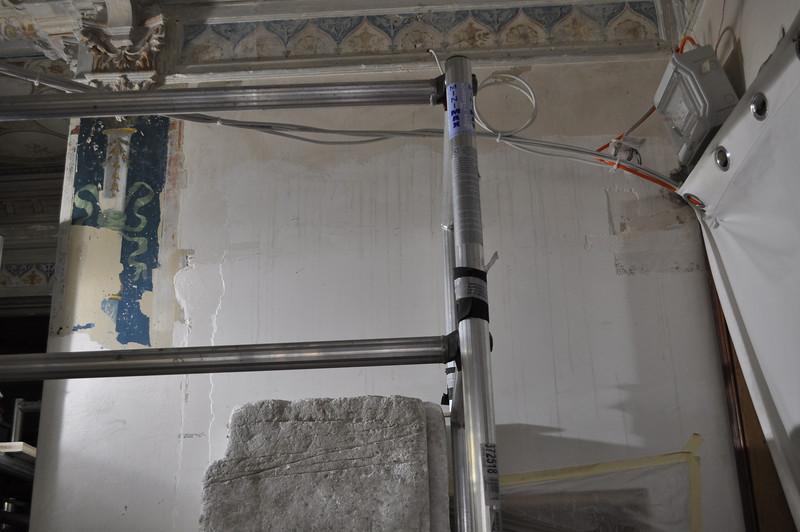 Wandfläche mit Säulenpartie, Gipsschicht auf darunterliegende Fermacellplatte. Sequenz 2 DSC_0155
