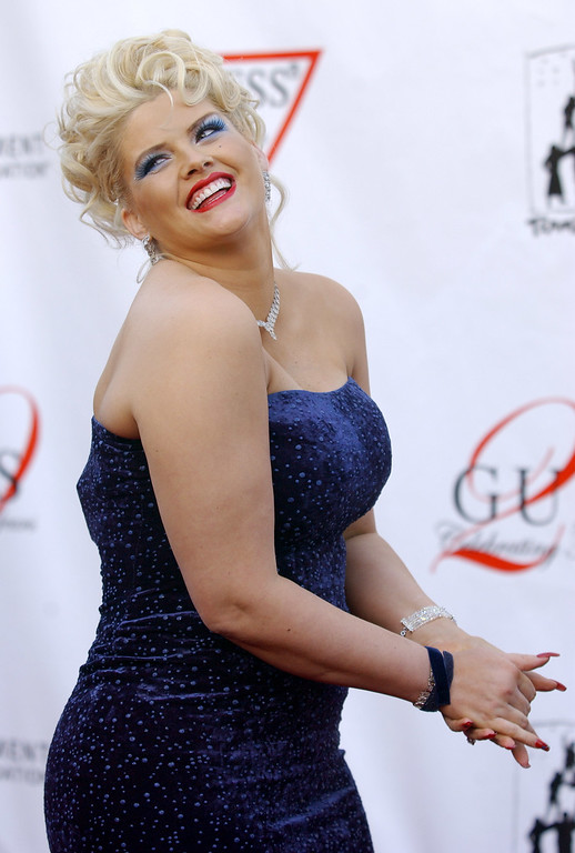 . Anna Nicole Smith arrives at the Guess? 20th Anniversary Party at the Wilshire Ebell Theater in Los Angeles, Thursday, May 9, 2002. The event featured a Guess? image retrospective and fashion show. (AP Photo/Chris Pizzello)