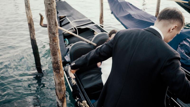 Tu-Nguyen-Destination-Wedding-Photographer-Elopement-Venice-Italy-Europe-w71a19.jpg