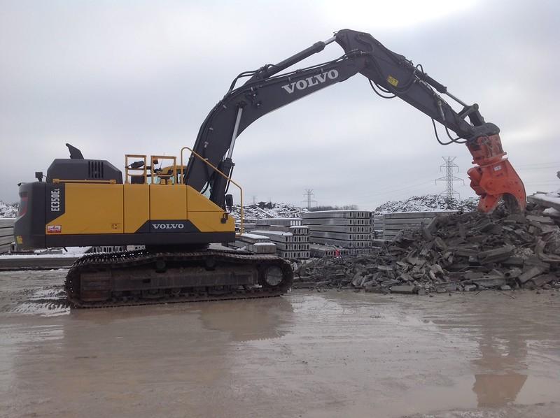 NPK U31JR concrete pulverizer on Volvo EC350 excavator - concrete recycling (8).JPG