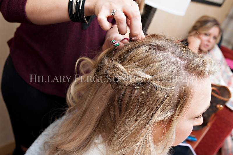 Hillary_Ferguson_Photography_Melinda+Derek_Getting_Ready039.jpg