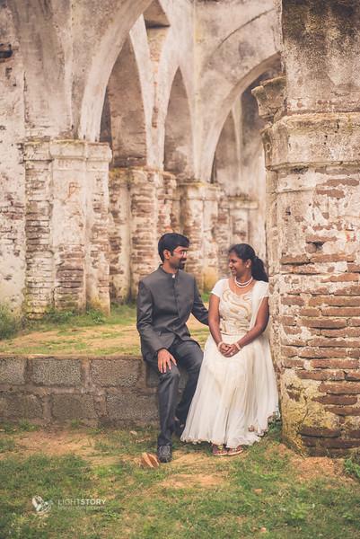 LightStory-CoupleShoot-Hassan-Bangalore-Hoysaleswara-Halebidu-Sunflowers-016.jpg