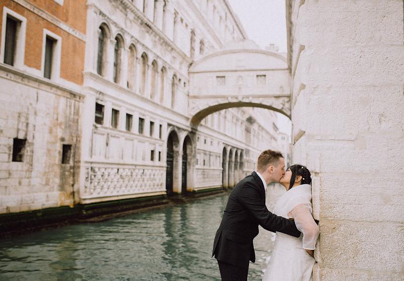 Tu-Nguyen-Destination-Wedding-Photographer-Vow-Renewal-Venice-Italy-Hochzeitsfotograf-Italien-Venedig-42.jpg