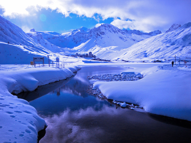 Tignes le Lac at 2,100 m was mostly frozen over. During the one day of blizzards when we couldn't ski I tried to go ice diving here, but lowering oneself into an ice hole proved so popular it was fully booked out! Another reason to return...
