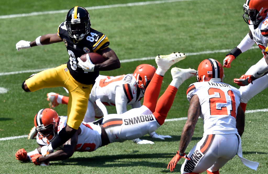 . Pittsburgh Steelers wide receiver Antonio Brown (84) runs after a catch during the first half of an NFL football game against the Cleveland Browns, Sunday, Sept. 10, 2017, in Cleveland. (AP Photo/David Richard)