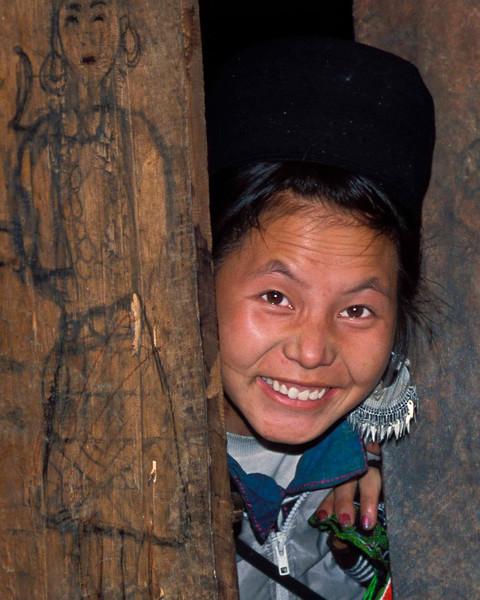 Vietnamese lady at door.jpg