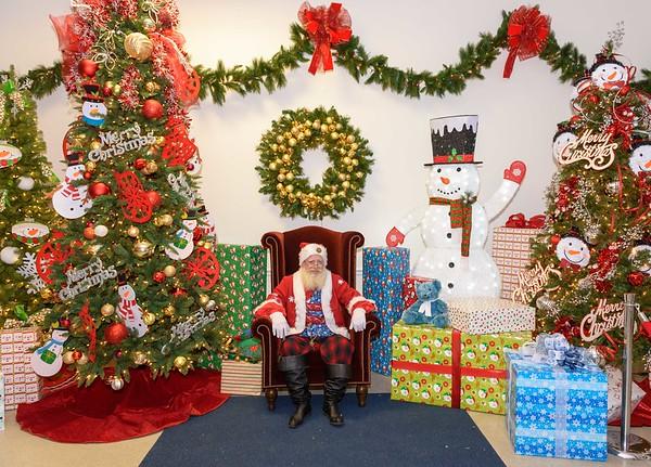 Virginia Village 2018 Santa Pictures
