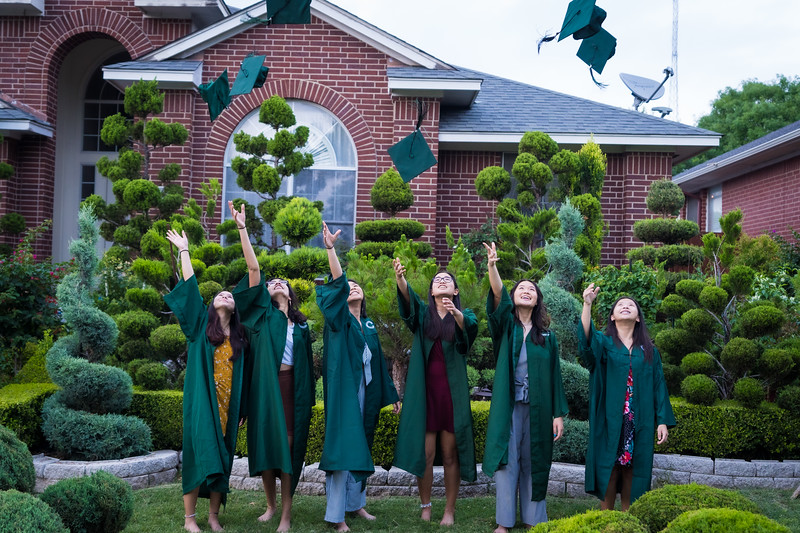 20200521_sarah-friends-connally-graduation_104.jpg