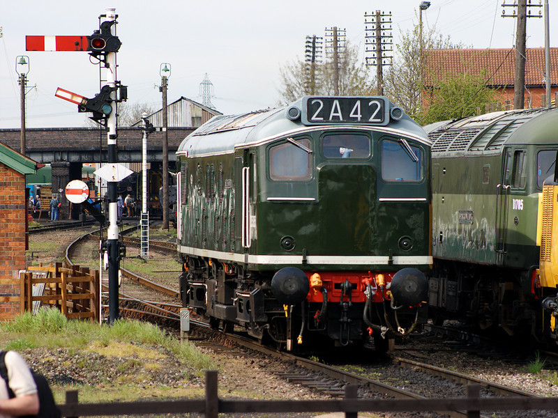 D5185 shunts at Loughborough on the 26th April 2008on